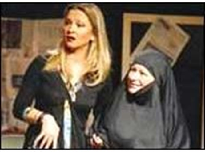 Semra Hanım tiyatrocu oldu